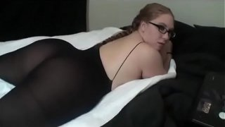 Insanely Hot BBW In Pantyhose And Glasses Grinds Away On Bed