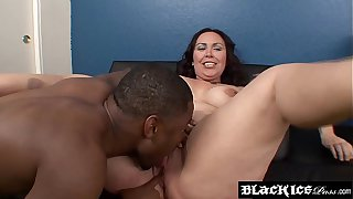 BBW chick facialized after interracial rough hammering