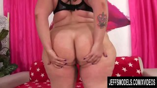 Phat Ass Plumper Calista Roxxx Pleasures Herself with Dildo and Vibrator