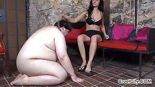 Fat Slave Worships Enza's Pretty Bare Feet!