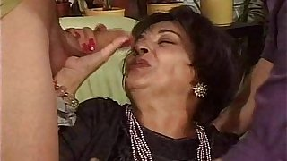 (Mature.Woman).Viejas.Zorras.Cubiertas.de.Leche.(Spanish.granny.hardcore)